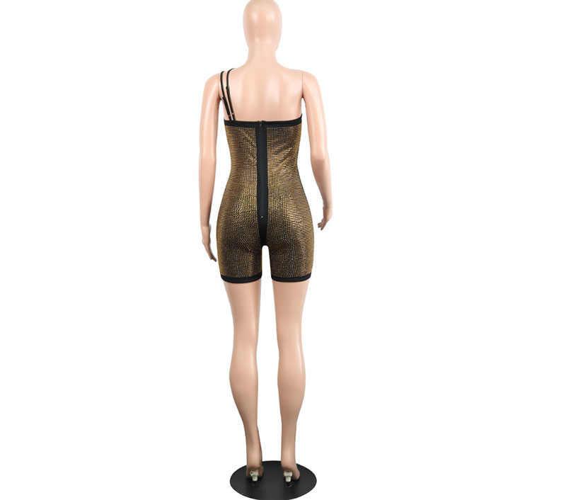 Kricesseen пикантные золотые вырезами со стразами блеск нерегулярные Playsuit для женщин Bedazzled Асимметричная плеча Клубная одежда короткий комбинезон