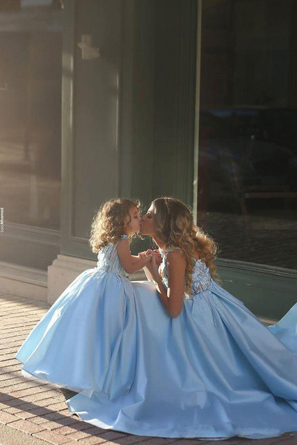 https://ae01.alicdn.com/kf/HTB1nmXLLVXXXXcjaXXXq6xXFXXXI/Romantic-Sky-Blue-Ball-Gown-Flower-Girl-Dresses-For-Wedding-Lace-Floral-Appliques-Mother-and-Daughter.jpg_640x640.jpg