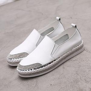 Yu Kube oryginalne skórzane mokasyny 2020 kryształowe trampki baleriny kobieta mieszkania damskie białe buty do jazdy samochodem zapatos de mujer