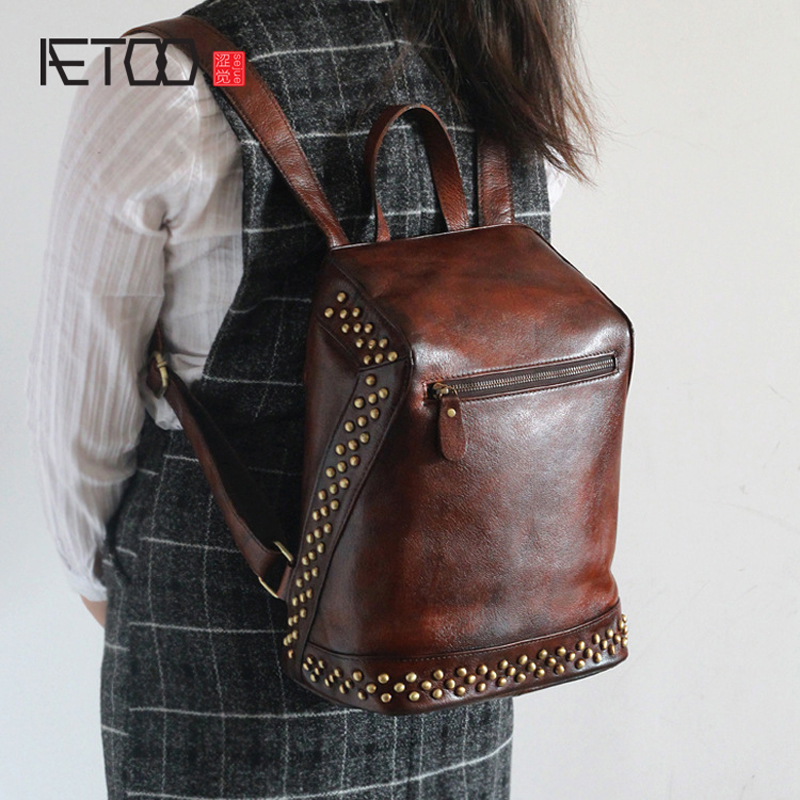 AETOO The new invisible zipper anti-theft anti-theft backpack tanned leather rivets retro color leather rollercoasters the invisible man