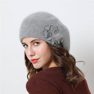 Image 4 - שכבה כפולה עיצוב חורף כובעי נשים כובע ארנב פרווה חם סרוג כובע גדול פרח כובע בימס 2018 כובעים חדשים