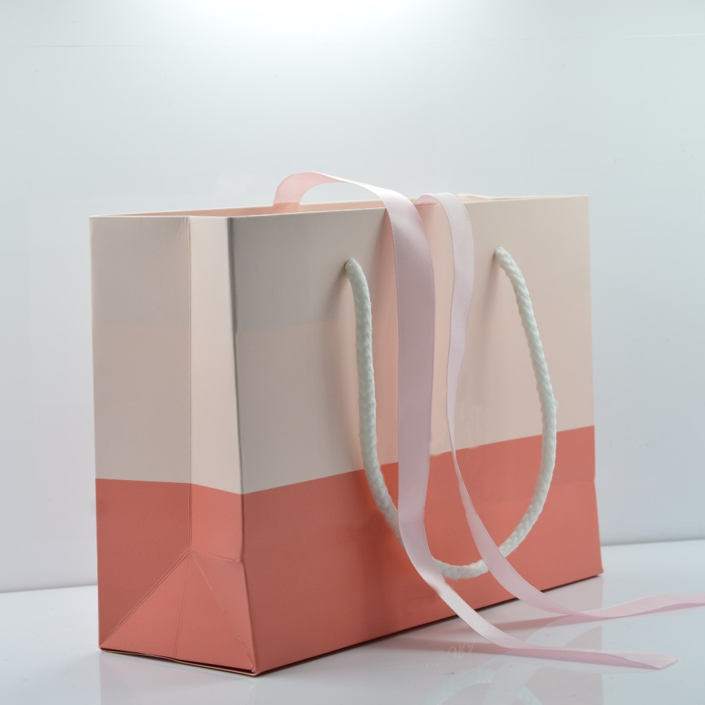 Wholesale 40Pcs Exquisite High-Quality Pink Mothers Day Style Paper Gift Bag Fit Original Pan Jewelry Box Packaging Bag Shop