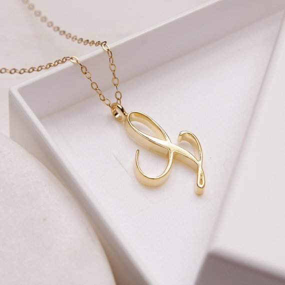 Name chain L letter chain chain with letter L
