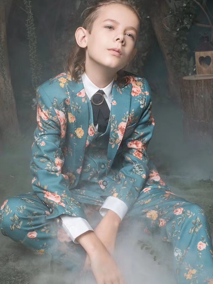 Elegant Two Buttons Wedding Suits For Boy Notch Lapel Suits Children Party Tuxedos boys Smoking blazer (jacket+pant+vest)Elegant Two Buttons Wedding Suits For Boy Notch Lapel Suits Children Party Tuxedos boys Smoking blazer (jacket+pant+vest)