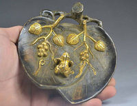 Exquisite Chinese old handmade decorations copper frog sculpture leaf-shape plate