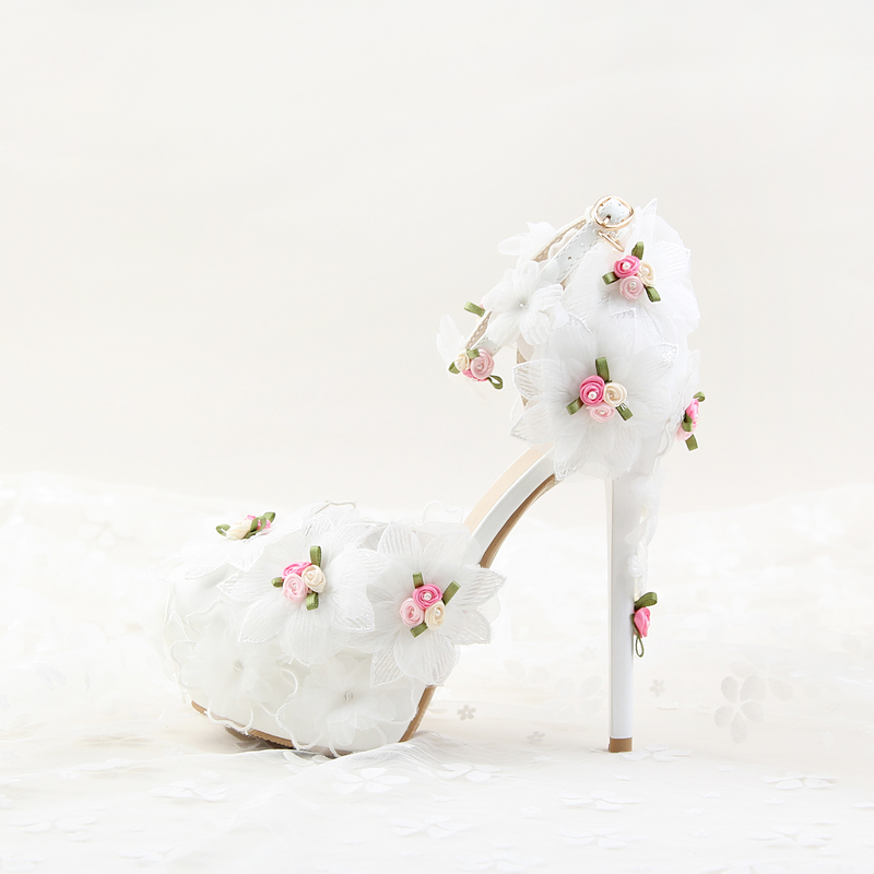 ФОТО 2017 Retro sweet fashion flower lace crystal wedding shoes woman with fine bridal shoes sandals