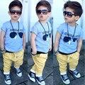 2016 лето новый приход мальчиков одежда набор небесно-голубой футболка top + желтые шорты костюм детская одежда детская одежда набор