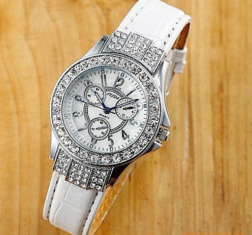 Free shipping famous exclusive korea brand luxury Ladies Watch Quartz  jewelry  bracelet crystal Rhinestones gift wristwatches