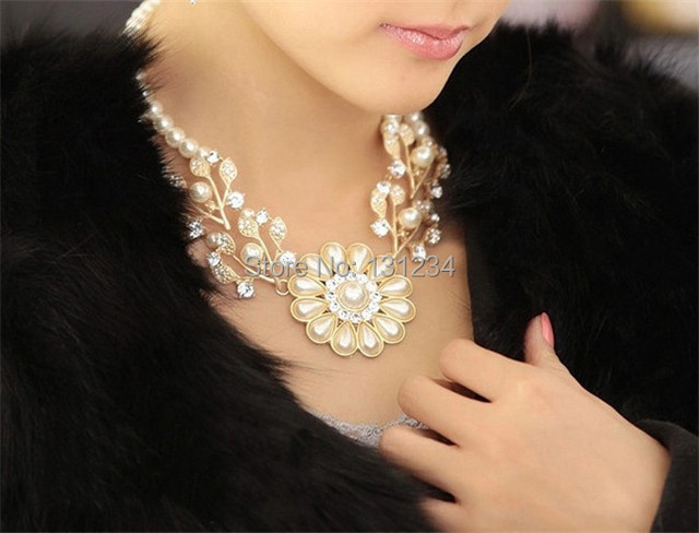 wholesale luxury Simulated pearl chain rhinestone crystal flower choker necklace bead work jewelry for women 1