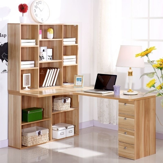 Computer desktop a casa scrivania angolo libreria combinazione con ...