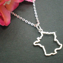10PCS Tiny Country Map France Necklace Charm Pendant Hollow Outline European Pride French Paris Map Necklaces for Souvenir Gifts