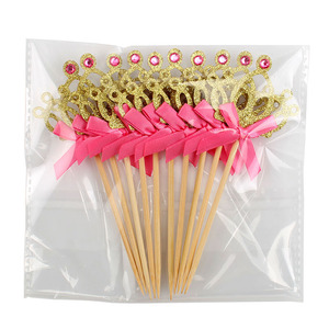 Image 5 - 10 adet altın taç kek Toppers prenses doğum günü partisi süslemeleri çocuklar erkek bebek kız bebek duş malzemeleri