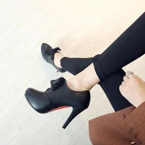 Image 5 - Büyük Boy 11 12 13 14 15 bayanlar yüksek topuklu kadın ayakkabı kadın pompaları Yuvarlak başlı tek ayakkabı su geçirmez masa dantel kayış