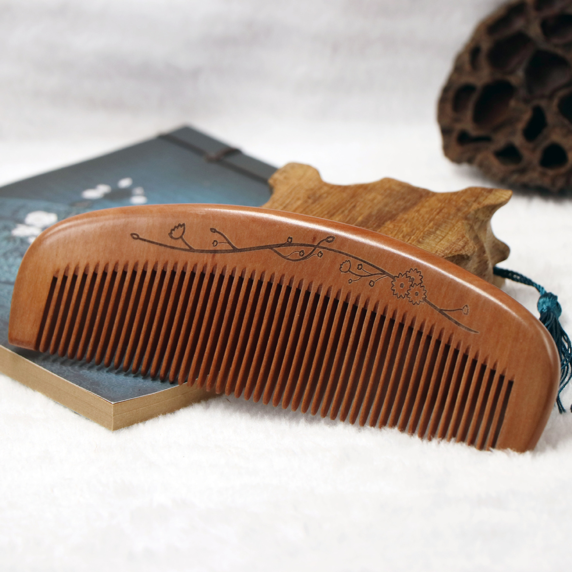 TI25 Fine old mahogany comb sandalwood comb anti-static hair loss hair comb