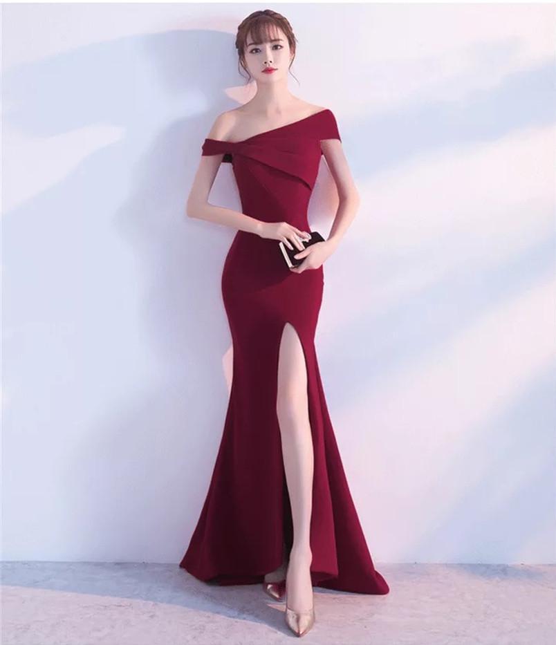 Robe 2018 nouveau Style Banquet tempérament un mot épaule robe longue robe fille mince. Noir, rouge, bleu