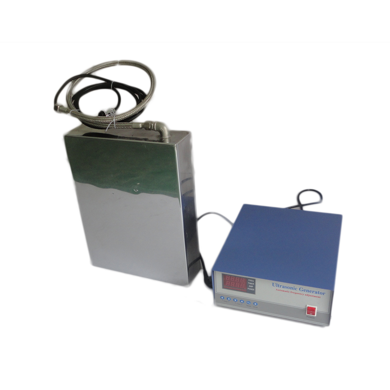 Plaques de transducteur immersibles et générateur pour solution de nettoyage à ultrasons pour carburateurs