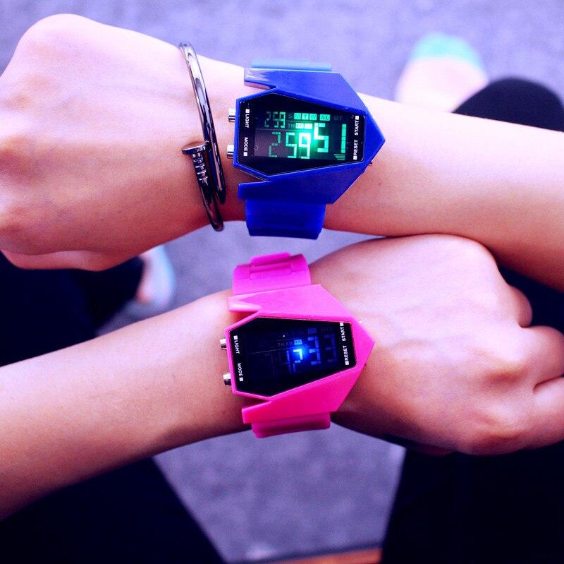 LED Airplane vīriešu sieviešu sporta pulksteņi ūdensnecaurlaidīgs digitālais pulkstenis LED krāsains gaismas unisex studentu pulksteņi