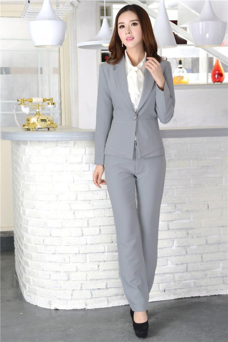 бизнес леди в брюках привлекала взгляды