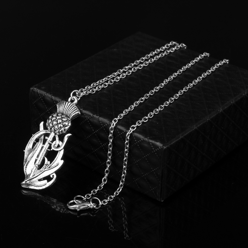 Viking Elegant Floral Pendant Necklace Womens Natural Flower Sweat Chain Amulet Necklace Christmas Gift