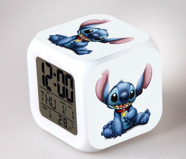 Horloge numérique de bande dessinée Lilo & piqûre | Horloges à 7 couleurs Flash, lumière de nuit pour enfants, horloge
