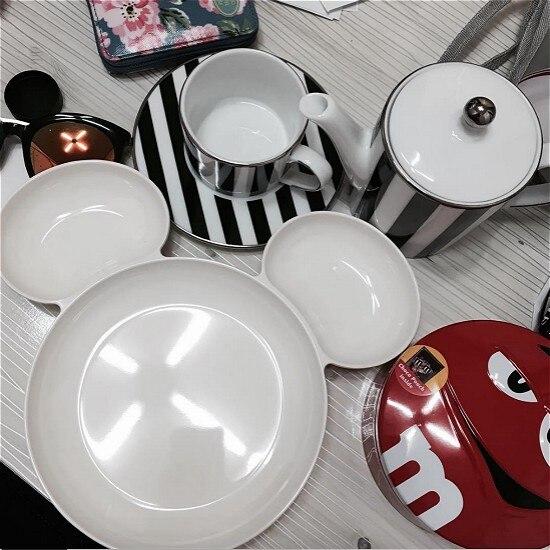 red and white dinnerware 95