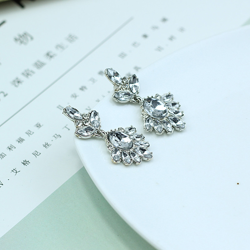 New 2017 womens stud earrings HOT fashion vintage crystal earrings for women wholesale jewelry