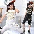 Verão de Manga Curta Das Meninas Do Esporte Terno Meninas de Duas Peças Lazer Tendência de Coreano Roupa de Crianças Define Branco Letras Pretas Impressão