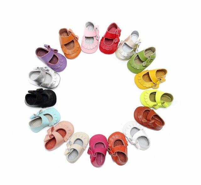 Горячая продажа 17 цветов Новый Натуральная Кожа Младенца Младенческой Малыша Мокасины нескользящие сторона лук мэри джейн лето Мягкий moccs детская Обувь