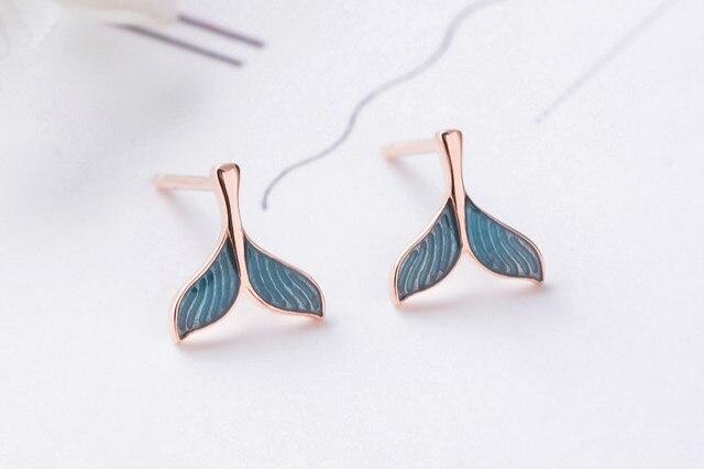 Женские серьги гвоздики flyleaf из розового золота и синей глазури