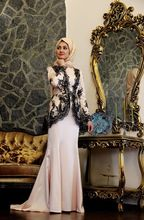 Black Lace Long Sleeve Muslim Evening Dresses 2017 Hijab Islamic Dubai Abaya  Kaftan Mermaid Evening Gowns 7298a61695e6