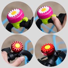 Gorąca sprzedaż dzieci śmieszne rowerowe dzwonki rogi rower stokrotka kwiat dzieci dziewczyny kolarstwo pierścień Alarm dla kierownicy wielobarwne tanie tanio maxgoods Zwyczajne bell Bike Bell iron cover +plastic Length 5~5 5cm Width 6 5cm flower Multicolor as picture Bicycle Accessories