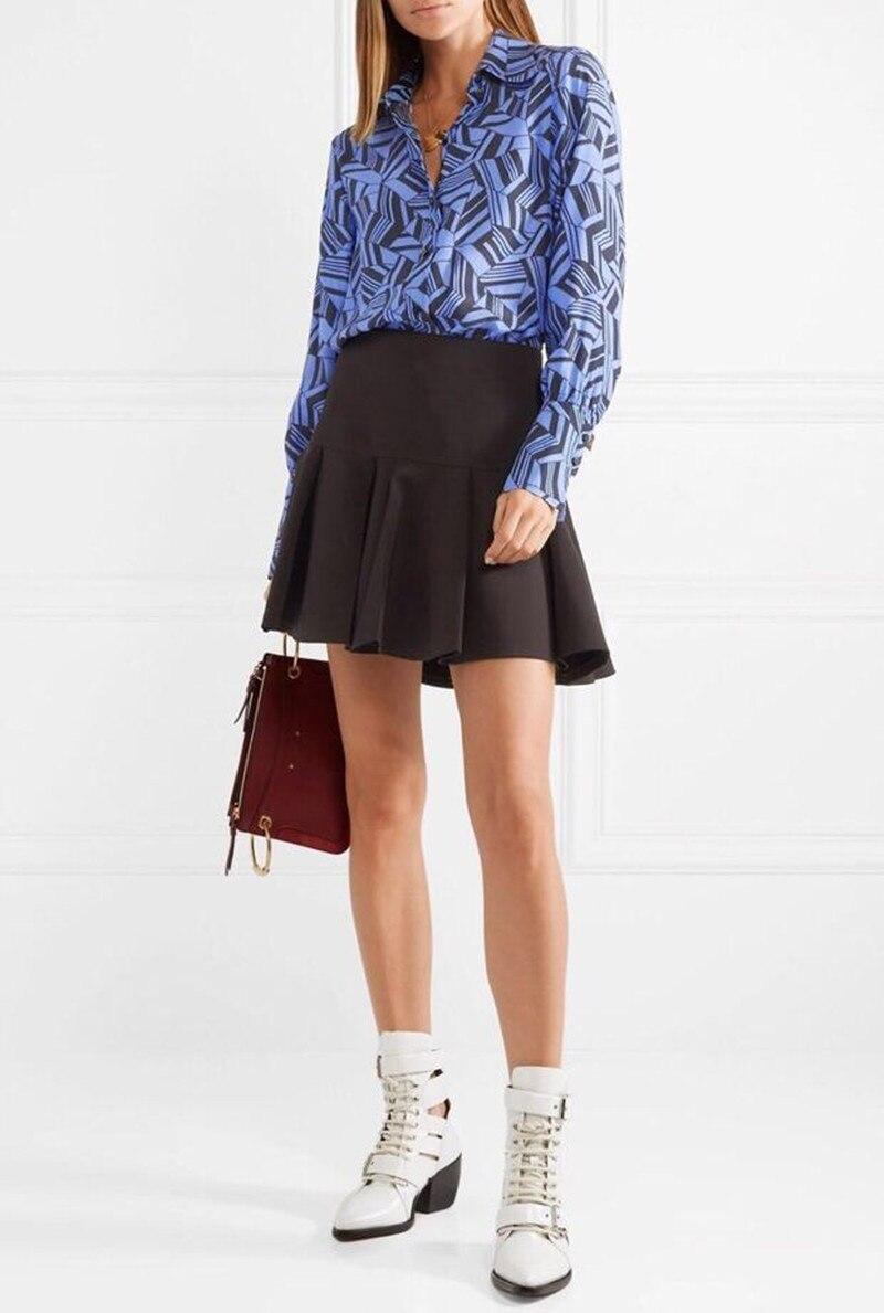 Женская синяя шелковая блузка с длинным рукавом и геометрическим принтом