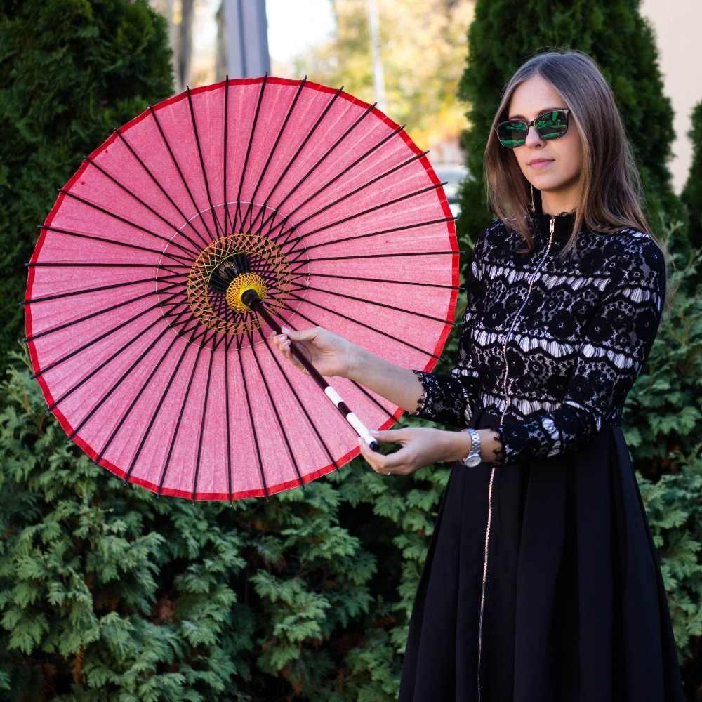 Kayu dan Bambu Menari Payung Kerajinan Alat Peraga Antik Klasik Tua Iklan Hadiah Pernikahan Kertas Minyak Outdoor Kerai Merah Parasol