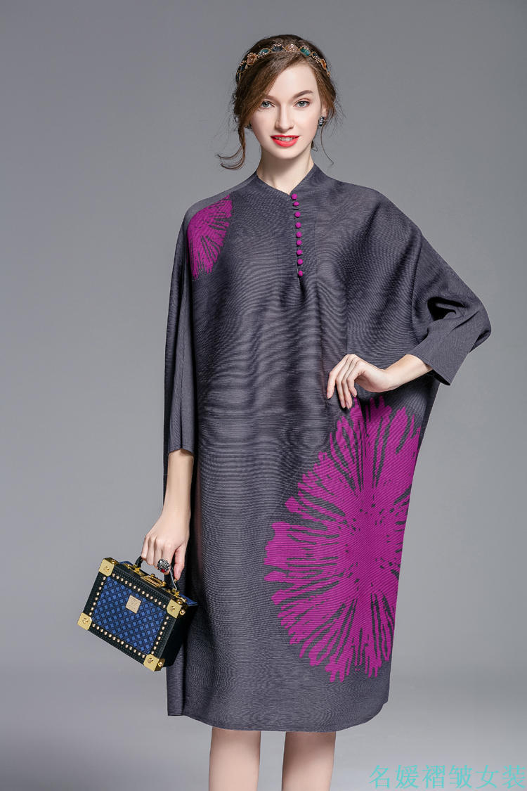 LANMREM 2019 High Quality New Fashion Button Decoration Print Female 39 s Half Sleeve Batwing Type Pleated Dress Vestido YE763 in Dresses from Women 39 s Clothing