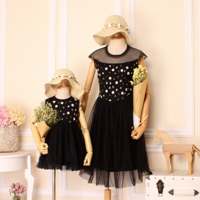 2017 Brand PutaoNvSheng Women black party dress Girl Embroidery Dresses thin Family Matching Clothes Mother and Daughter dresses