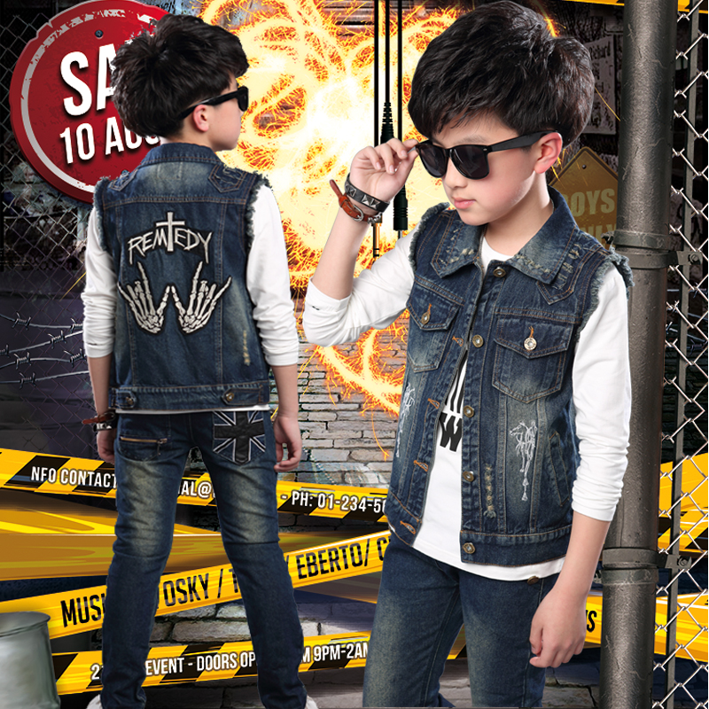 In the spring of the new Korean boys denim cotton sleeveless casual fashion all-match hole two piece