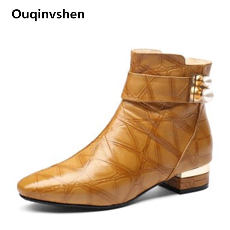 купить Ouqinvshen 2018 New Fashion Rivet Plaid Flat Boots Plus Size Plush Autumn Black Ankle Boots Pointed Toe Sexy Women Winter Boots по цене 4310.36 рублей