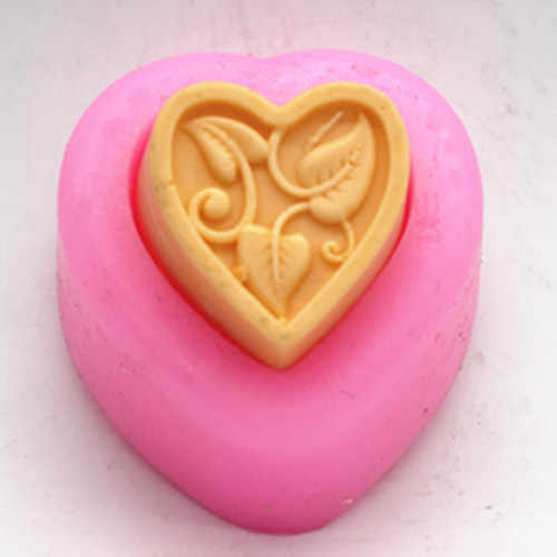Detail feedback questions about love heart pattern silicone mold