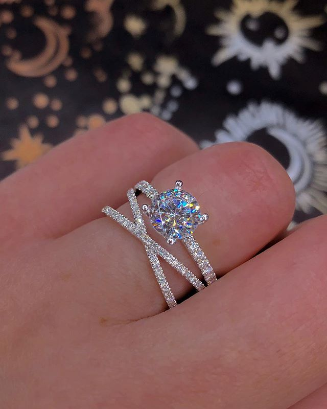 Huitan Fancy Cross Twine Ring With Square Cubic Zirconia Stone Elegant Finger Ring Band For Women Anniversary Surprise Gift