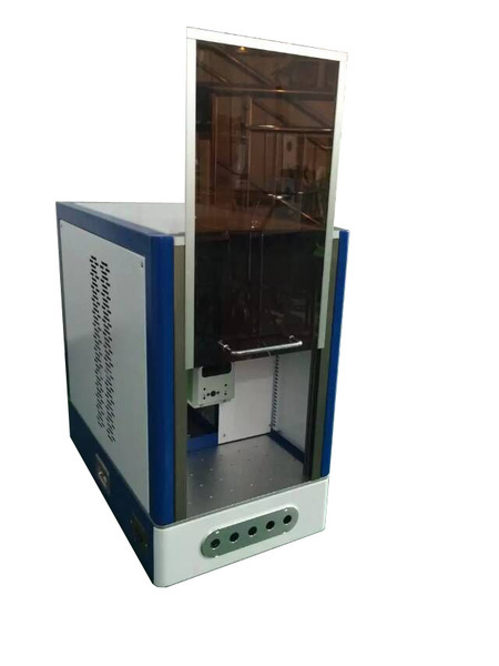 Vysokorychlostní stolní laserový kovový značkovací stroj 20 Watt může vytvořit trvalé značky s designem Enlsoure