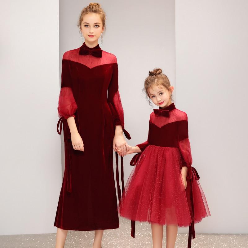 Vestiti Da madre Figlia del Vino di Velluto Rosso di Velluto Disegno Famiglia di Corrispondenza Abito Da Sposa per la Mamma e Figlia Vestito Da Festa Di Compleanno - 5