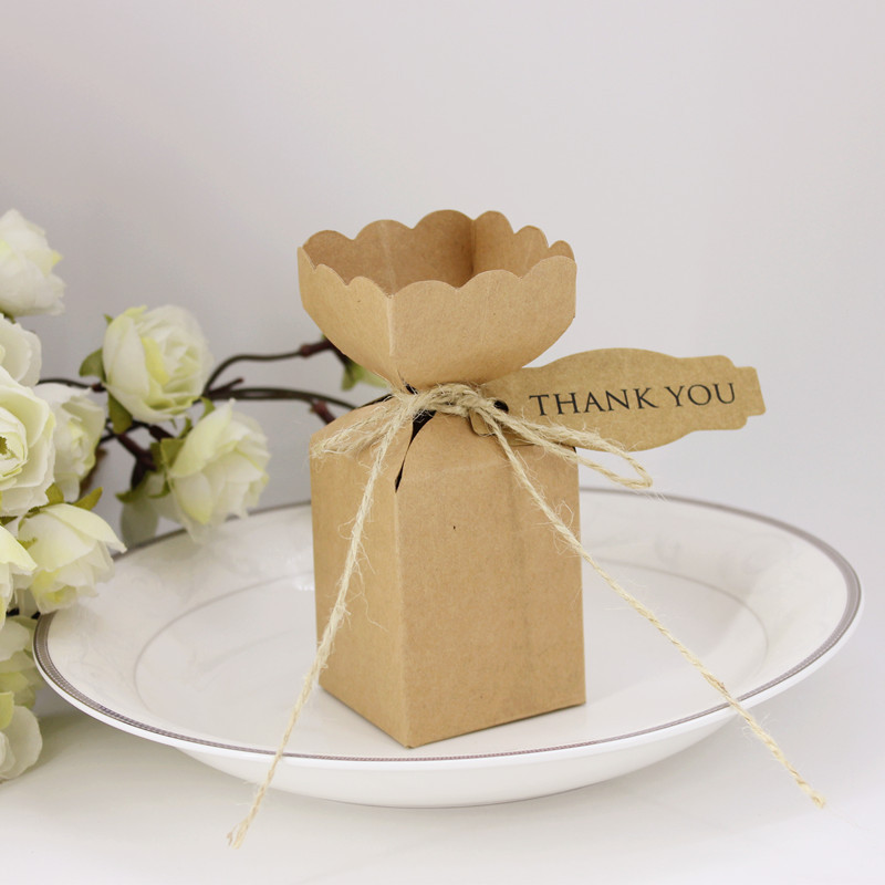 50pcs Natural Kraft Packaging Flower Edge Favor Candy Boxes with Blank Card Wedding Gift Box Baby Shower Party Supplies