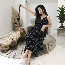 купить 2019 New Fashion Dress Polka Dot Halter Sling Cake Dress Over The Knee Holiday Travel Dress Slim V-neck Dress по цене 644.8 рублей