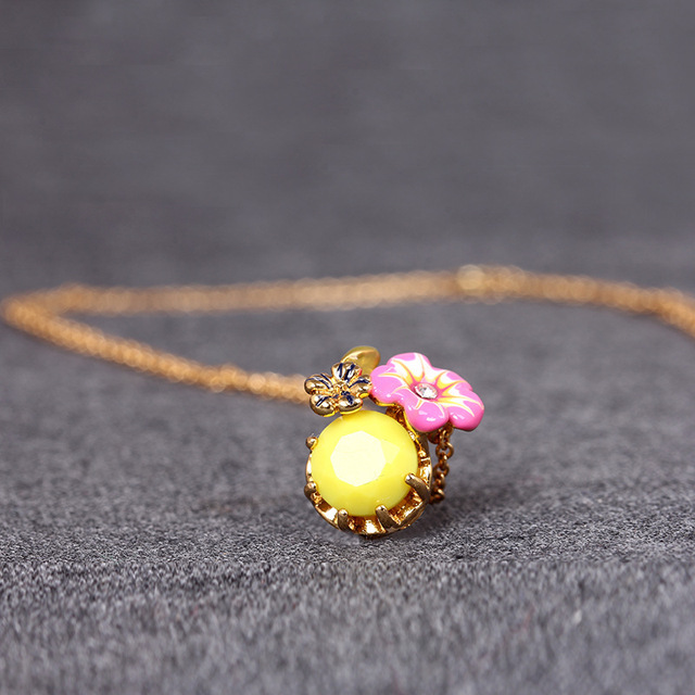 Free shipping 2015 Europe and the new two yellow flower necklace major suit French mixed batch of fine chain short  les nereides