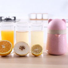 Mini Fruit Juicer Tangan Tekan Portable Manual Lemon Orange Juicer Rumah Tangga Buatan Tangan Pembuat Jus Sehat Botol Pemeras(China)