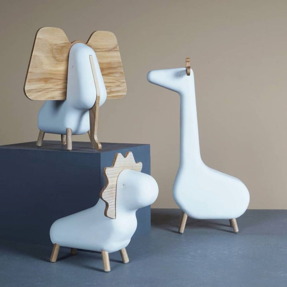 Creative Nordic Style Desktop Resin Animal Figurines Lion Giraffe Elephant Window Display Props Child Room Decor Accessories