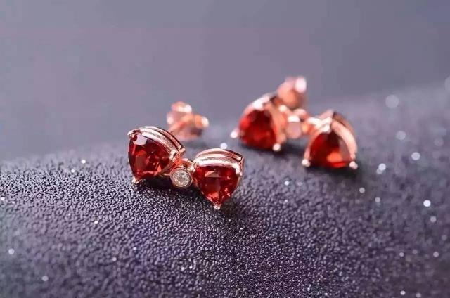natural red garnet stone earrings 925 silver Natural gemstone earring women  elegant  fine triangle Earrings for party