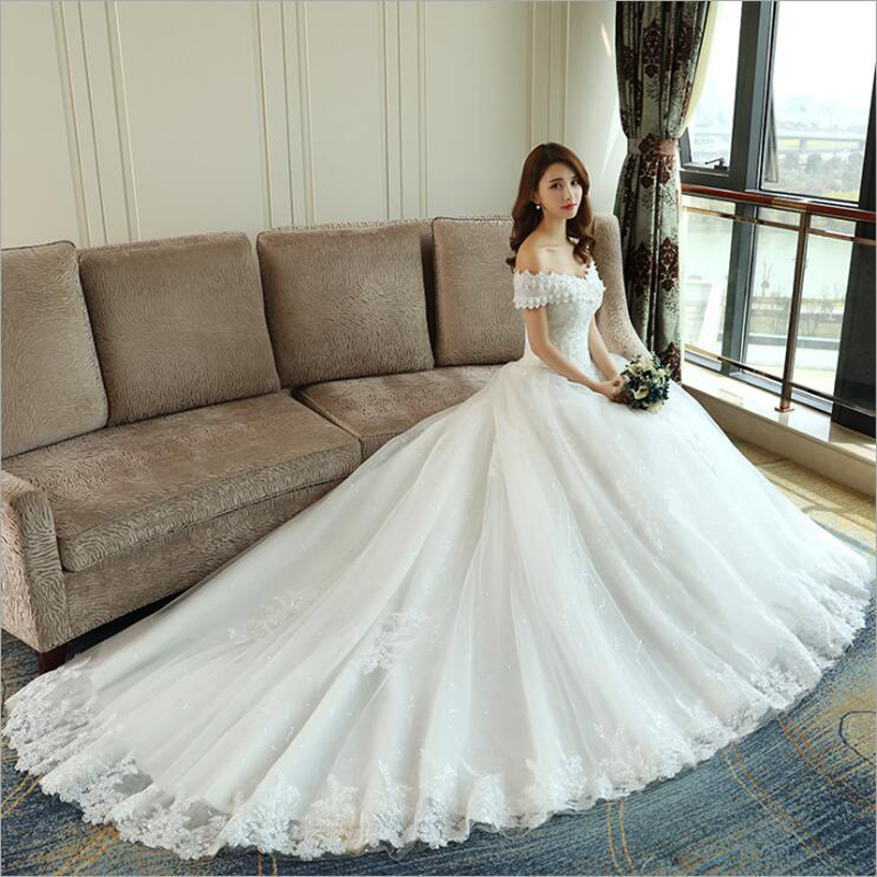 LOVSKYLINE Luxury Bling Wedding Dresses 2018 Ball Gown Long Tail Ivory Embroidery Lace Edge Short Sleeve