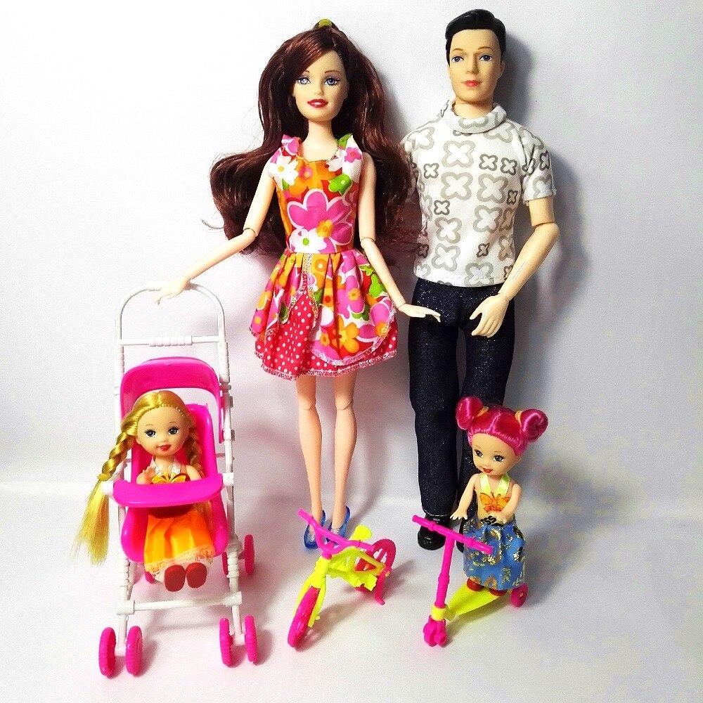 소녀 놀이 집 장난감 가족 4 인형 인형 정장 1Mom / 1Dad / 2 작은 켈리 소녀 / 1 스쿠터 / 1 인형 인형 장난감 선물
