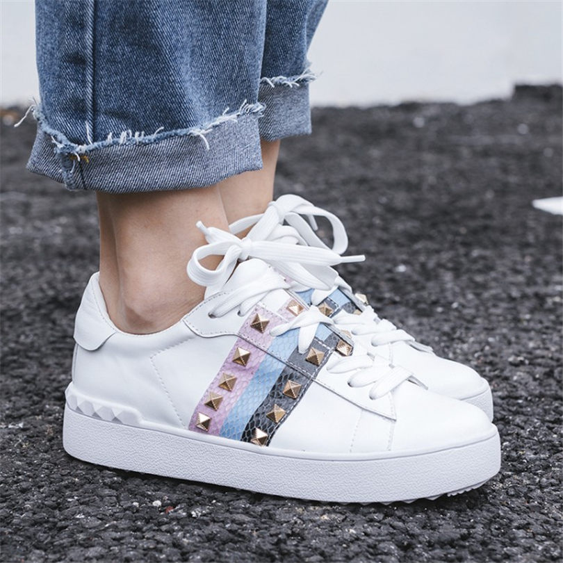 Nayiduyun À Bas white3 Bout Sneaker Profonde Chaussures White1 Cuir De Rond Rivets Talons En Parti Peu white2 Véritable Femmes Pompes Richelieus Mode qv8gq
